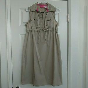 Collared sleeveless maternity dress